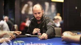 Mike Leah en route vers la table finale d'un tournoi de poker