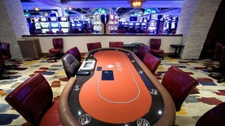 table de poker dans un casino