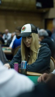Vanessa Rousso à la table de poker aux WSOP