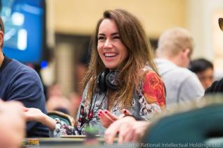 Liv Boeree grand sourire
