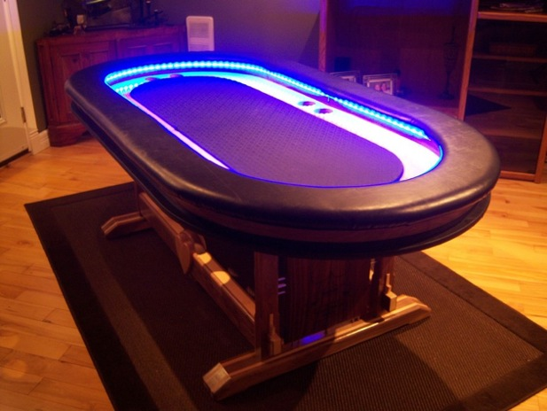 Table de poker à LED futuriste