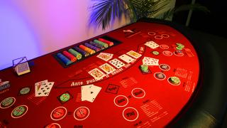 table ultimate poker